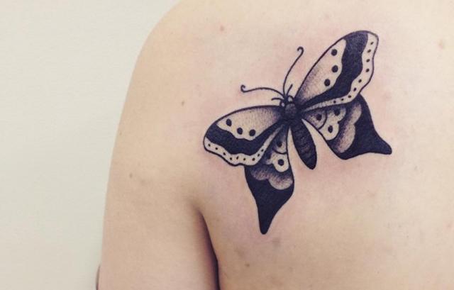 Girl's shoulder tattoo