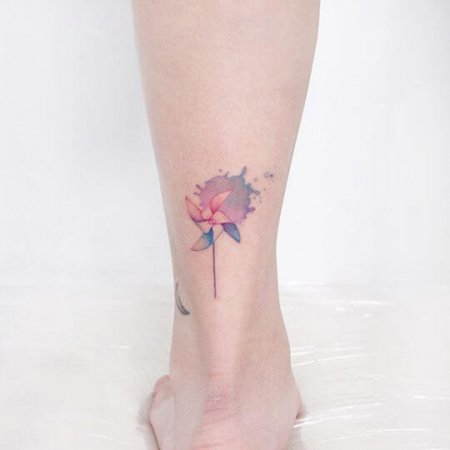 Pinwheel Tattoo on leg