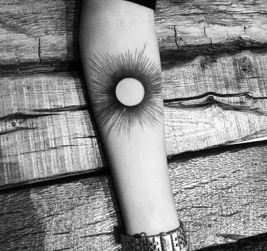 Minimal Sun tattoo