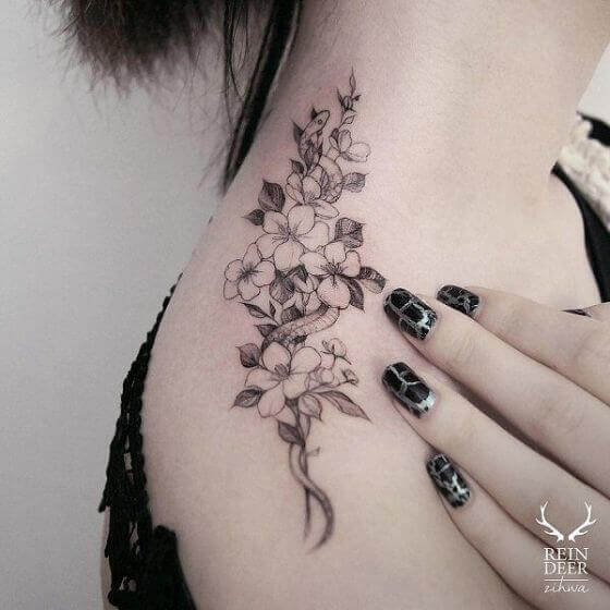 Women Flower Trail shoulder tattoo