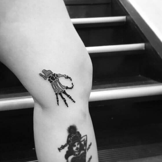minimalist-skeleton-hand-tattoo-designs